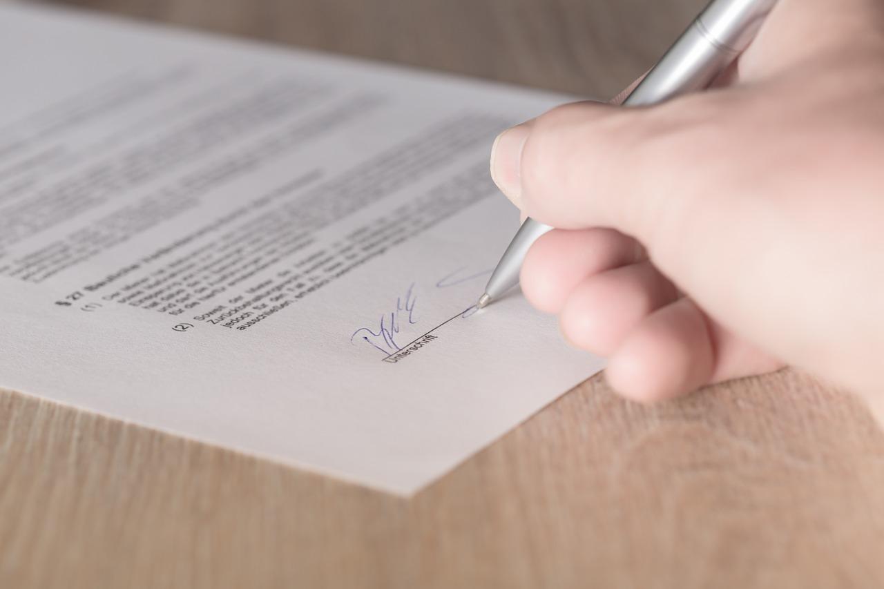 Ordentliche Und Außerordentliche Kündigung Des Versicherungsvertrags