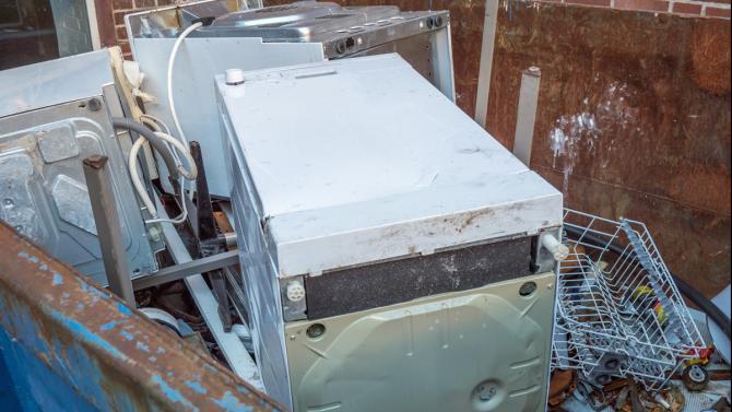 Beliebt Elektroschrott: Diese Geräte und Gegenstände gehören ins Recycling MC02