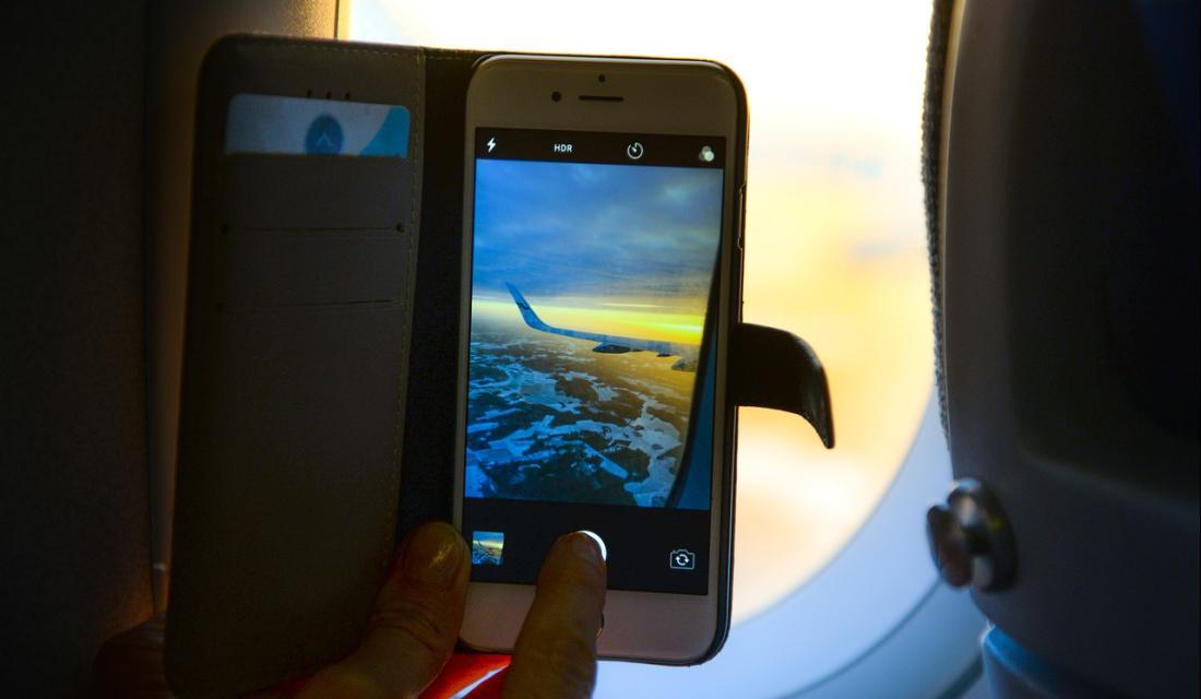 Handy Im Flugzeug Flugmodus Schützt Vor Kostenfalle An Bord Verbraucherzentrale De